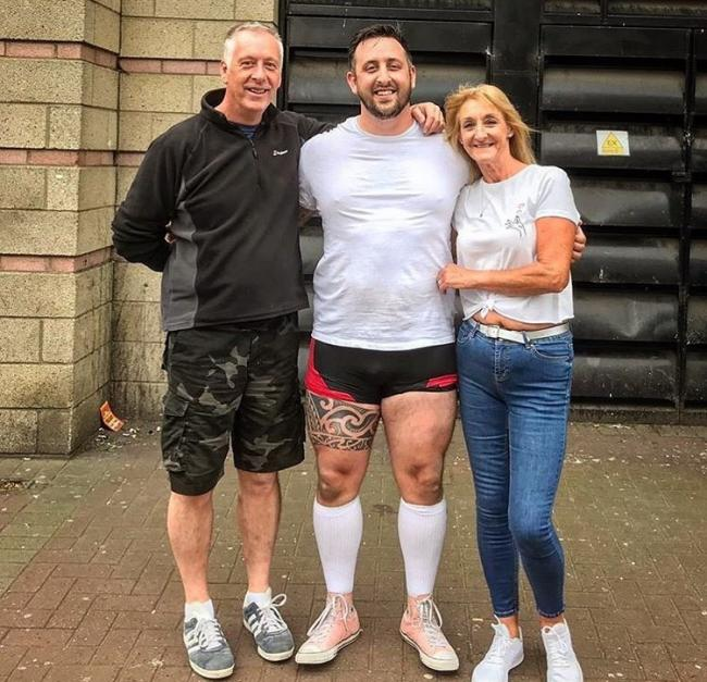 Wee County strongman crushes British deadlift record | Alloa and