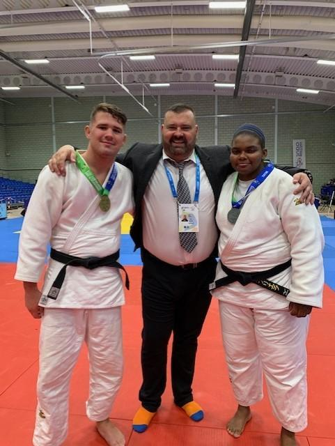 Cailin Calder with dad Lee and Gabby Wood at the Commonwealth Judo Championships 2019