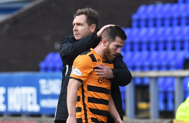 Alloa Manager Peter Grant and Liam Buchanan. (Photo by Craig Foy / SNS Group)