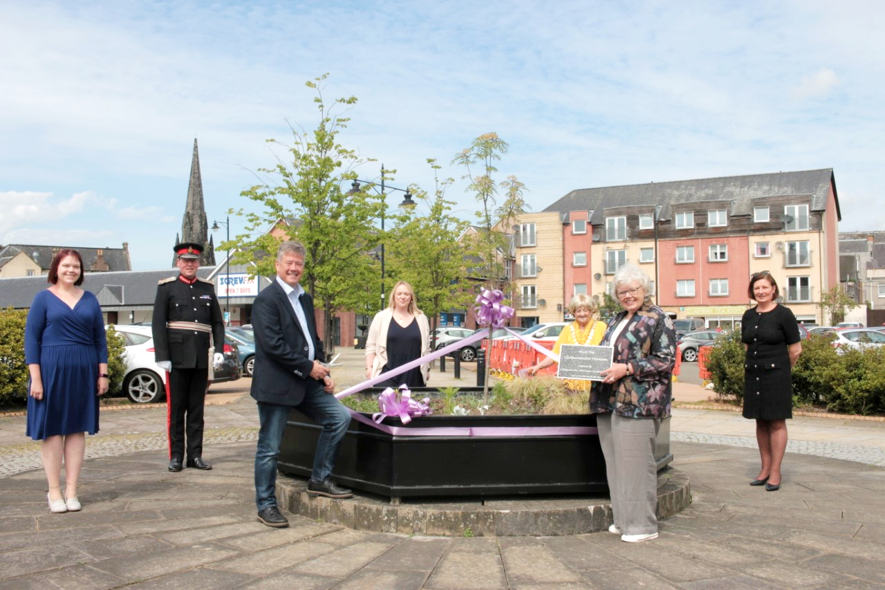 Permanent tribute to volunteers unveiled in Alloa